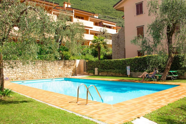 2 bedroom apart. with swimmingpool! - Brenzone - Pis