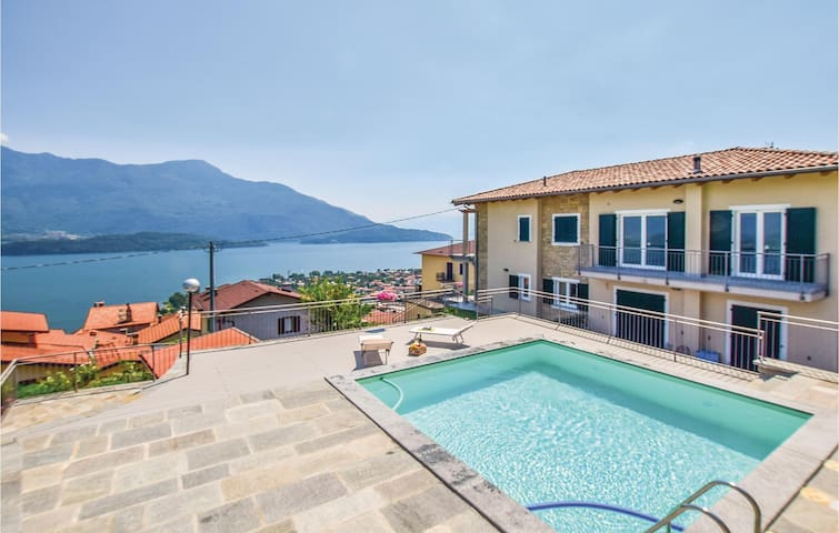 Holiday apartment with 2 bedrooms on 75m² in Vercana -CO-