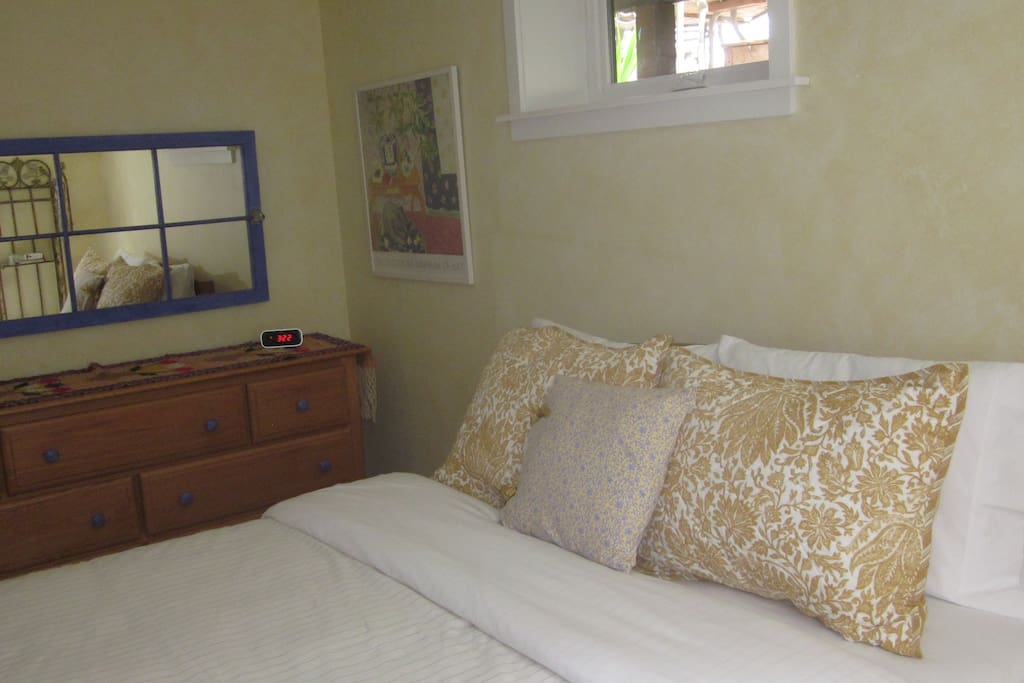 Firm comfortable queen bed with all-cotton linens. The 7-drawer dresser...