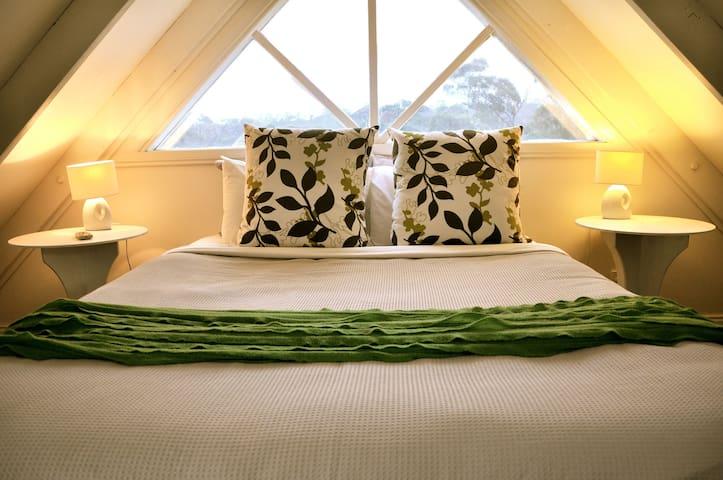 LOFT Two Spa Cottage - Hepburn Springs - Casa