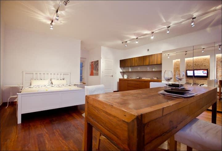 Old Town Spacious Studio Apartment on Piwna street