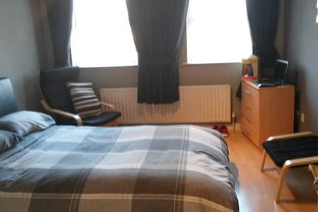 King room with own bathroom - Banbridge - Ev