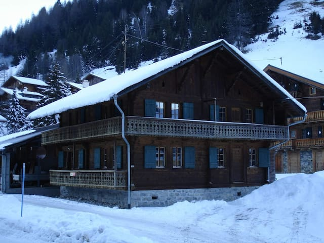 Charming authentic alpine chalet - Troistorrents
