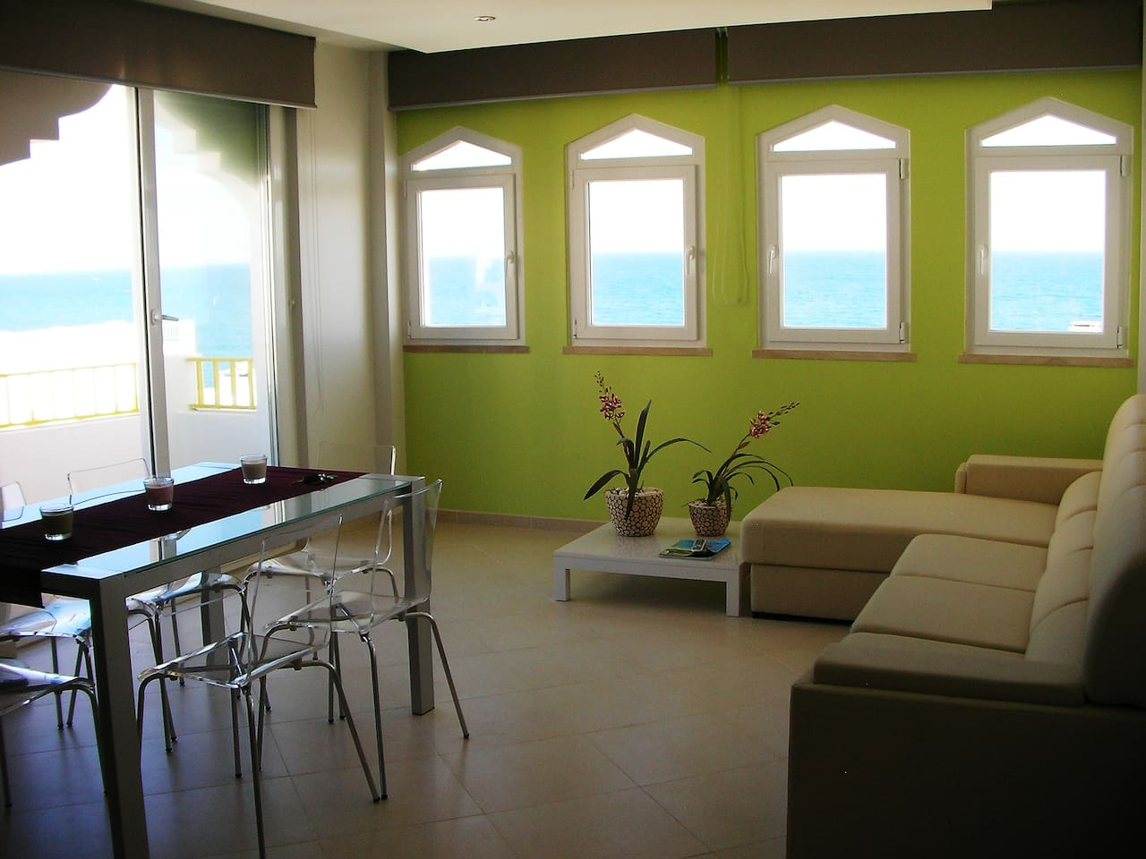 Lounge with a fabulous panoramic sea view!