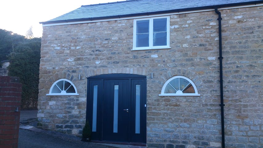 Lovingly restored, warm Coach house - Dursley - Casa