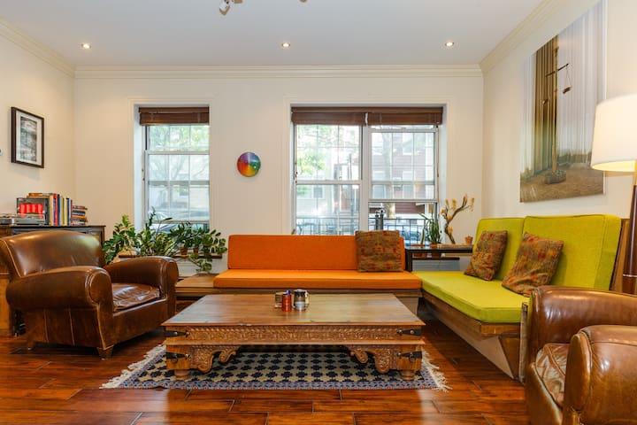 Artsy + Stylish Hideout | 2 bedrooms w/ backyard!