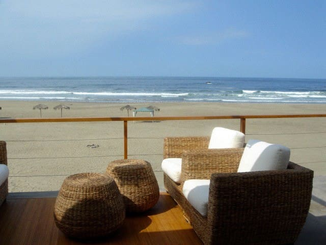 Casa con hermosa vista al mar - Playa Las Palmeras