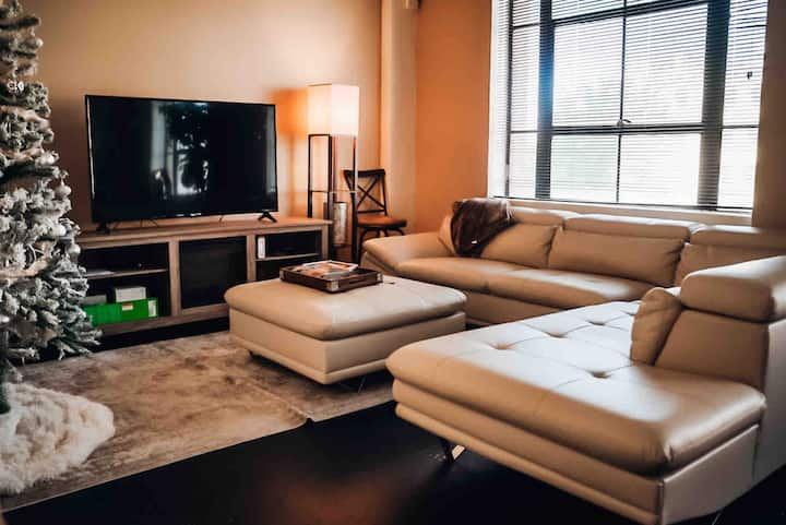 Immaculate Contemporary Downtown LR Loft Apartment