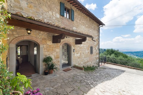 Farm house overlooking Florence, private jacuzzi
