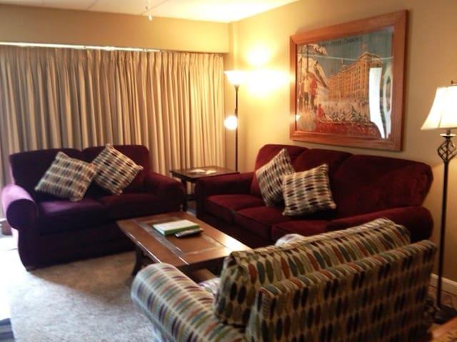2 B/R Resort Condo across Killington Ski Slopes-C - Killington - Condomínio