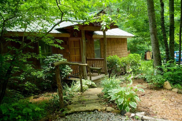 Waterfall Cottage  - Swannanoa - กระท่อม