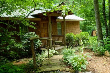 Waterfall Cottage  - Swannanoa - Cabaña