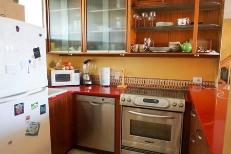 Ala Wai Plaza Skyrise 2 story Condo - Honolulu - Apartment
