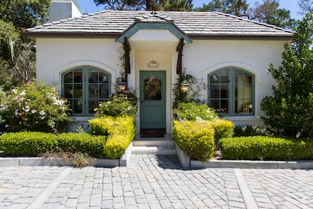 Charming Pebble Beach Cottage - Pebble Beach