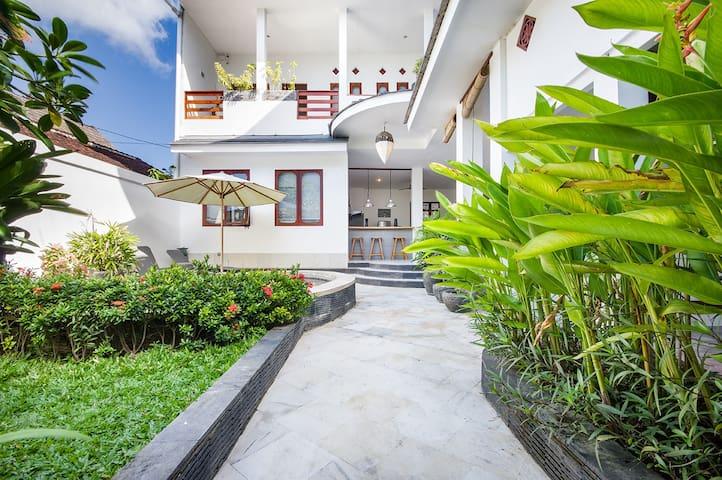 4 bedrooms viiew panoramic with a pool-jacuzzi - Kuta Selatan - Vila