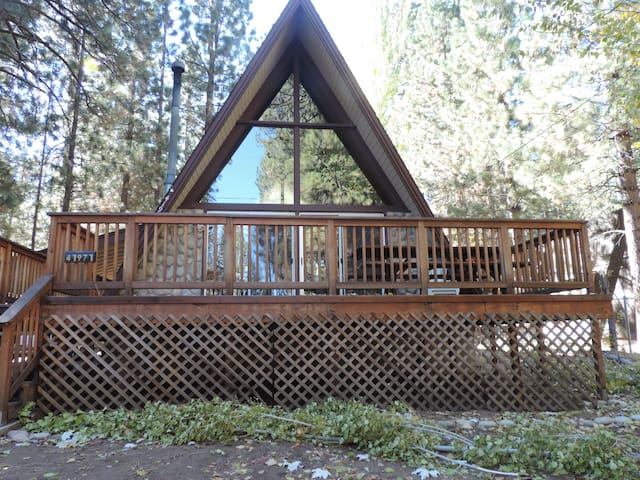 Cozy Cabin 1/2 Mile from Snow Summit Mountain Rsrt - Big Bear Lake