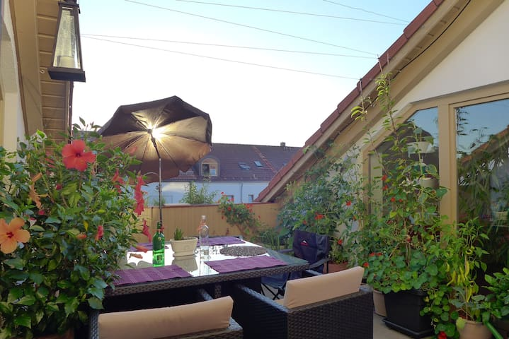 Penthouseroom with rooftop terrace - Landsberg am Lech - Leilighet