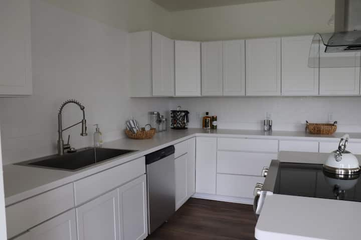 Brand New Apartment in Rochester's East End!