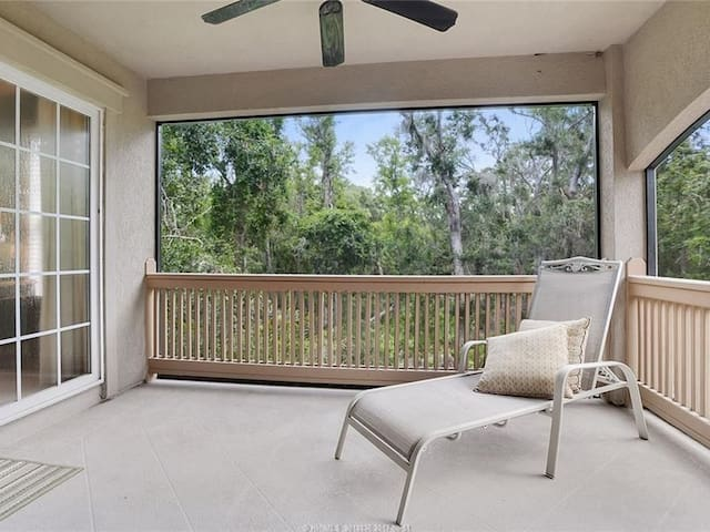 Renovated 4Br, Just 7 Minute Walk to the Beach with Access to Sea Pines
