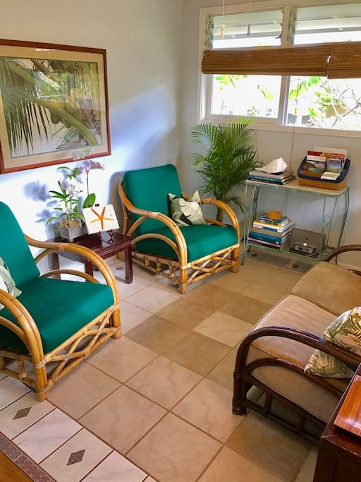 Sitting area as you walk into the apartment.