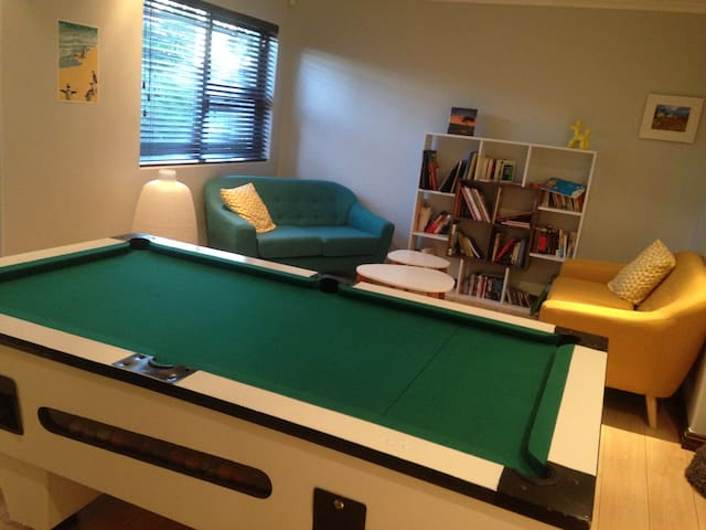 private living room with pooltable