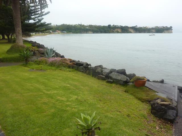 "Beachside Apartment - ""The Bach"" - Whangaparaoa - Apartment"