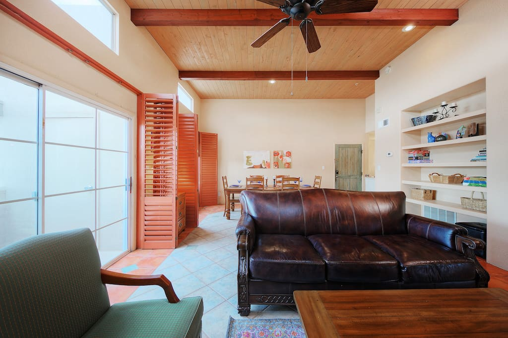 Seating for 4 around the TV is available in the sunny, open-concept living room.