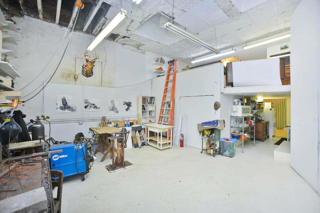 spacious artists studio with concrete floor, 14' ceilings