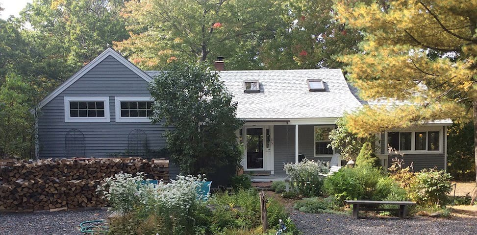Pet Friendly Post and Beam Near Perkins Cove, Ogt