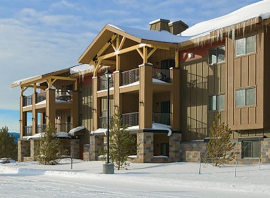 Beautiful complex just 2 minutes from West Yellowstone entrance!