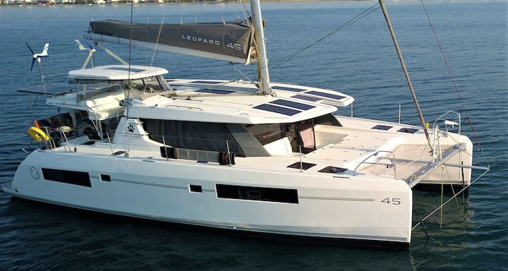Luxurious 45ft Catamaran