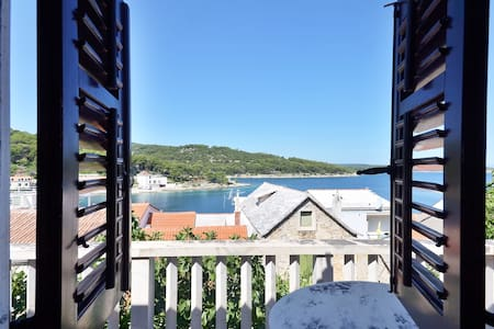 Nice apartment - 20 m from the sea - Povlja - Daire