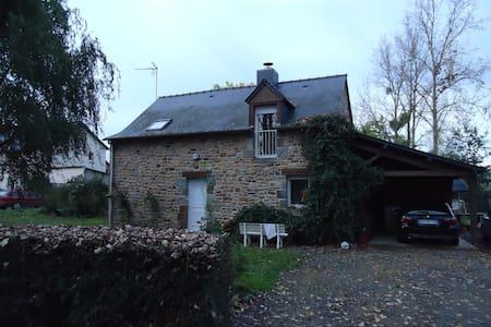 MAISON A LA CAMPAGNE TRES CALME - Andouillé-Neuville - Dům