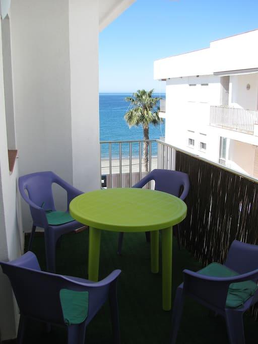 Privater Balkon mit Meerblick