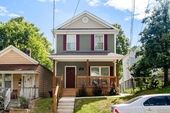 New Build 3 BR/2.5 BA by U of L, 3 miles Downtown!