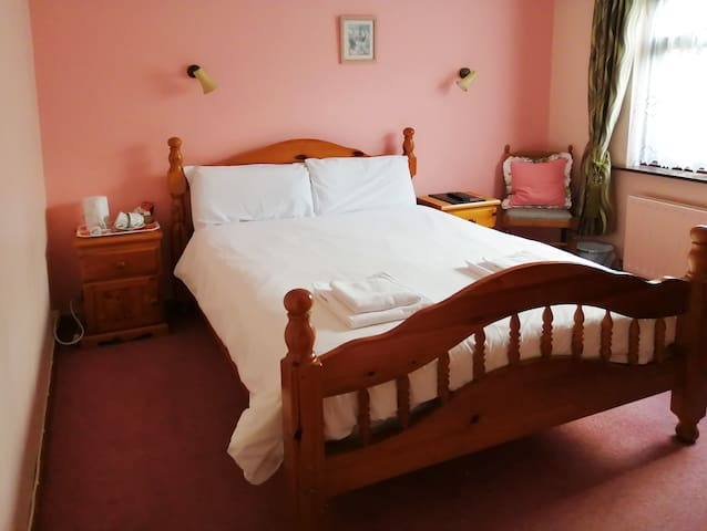 Double Ensuite Room, Dingle Town Centre
