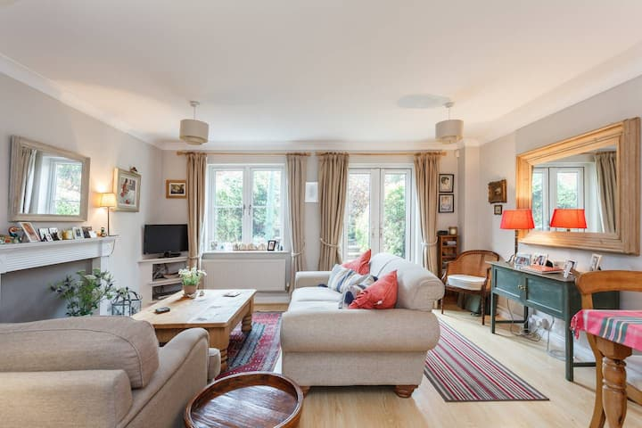 Beautiful Town House in central  Lymington.