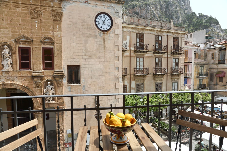 Balcone con vista sulla Piazza Garibaldi