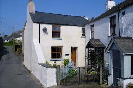 West Coast Cumbrian Cottage - Kirkby-in-Furness