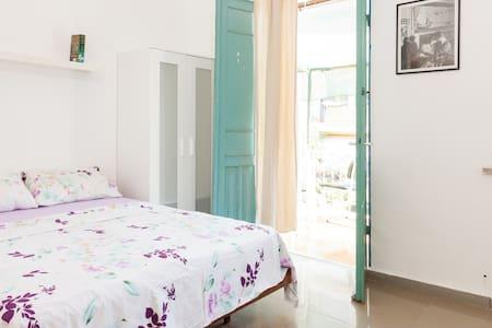 ❤TLVilla XLarge Room with Balcony #2 @Rothschild - Tel Aviv