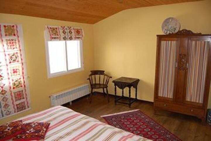 Platz für ein Kinderbett - Space for a cot