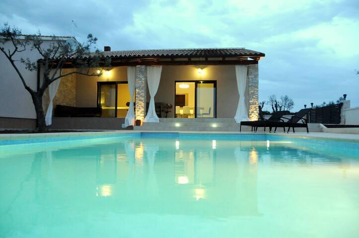 Villa Matteo With Private Pool - Galižana - Villa