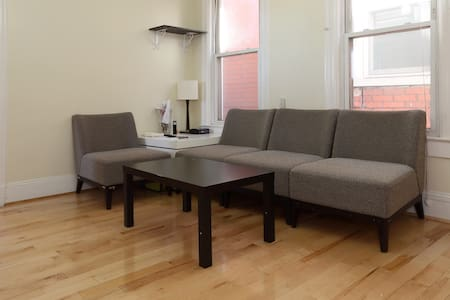 A luxury Private room available near to NYC - Jersey City - House