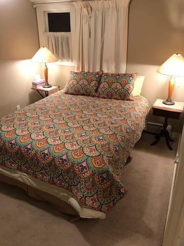 Topaz Room Queen Bed
