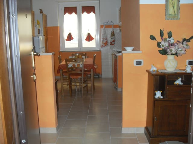 b&b vicino fiera rho pero  20 km mi - Pogliano Milanese - 家庭式旅館