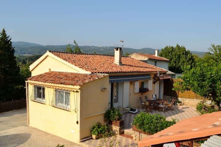 B&B Les Cigales - Salernes - Var - Salernes - Bed & Breakfast
