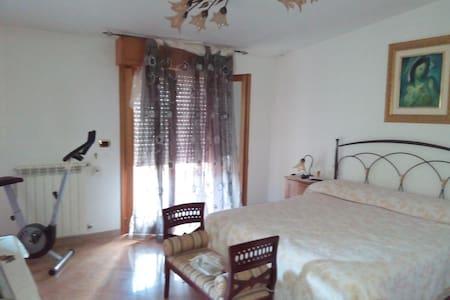 Splendido attico  Riviera dei Cedri - Marcellina - Huoneisto