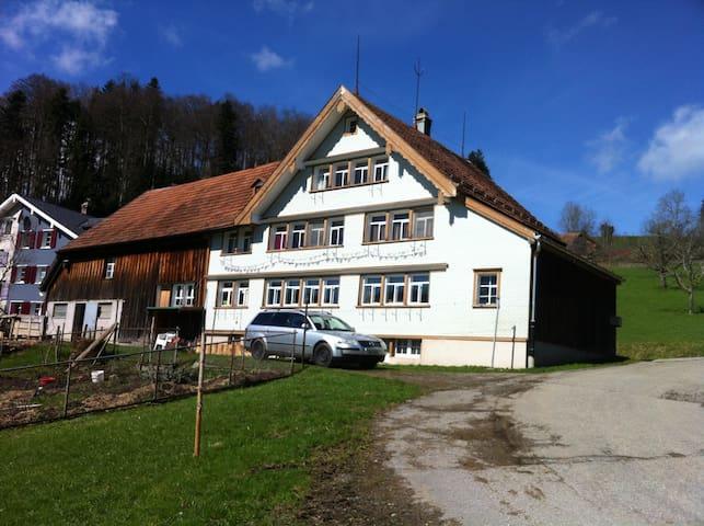 altes Bauernhaus - Herisau - House