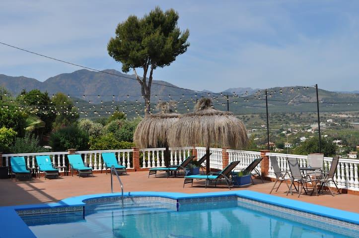 Modern luxury 2 bed apartment/pool & hot tub