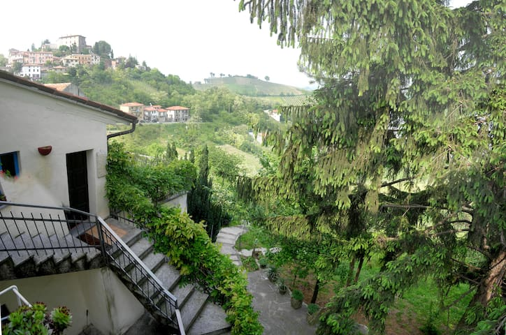 Relaxing villa for greeny holidays - Montù  Beccaria - Rumah